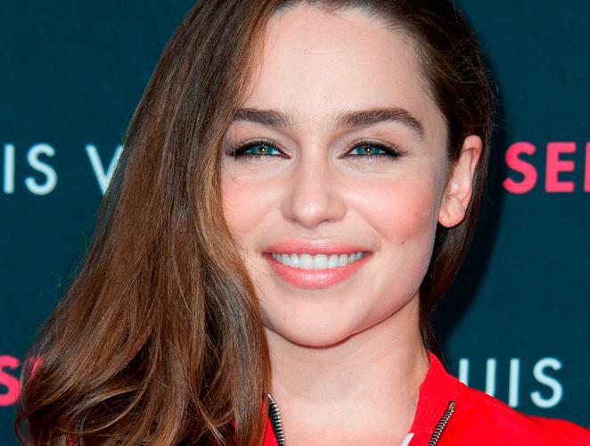 Emilia Clarke: Así es 'Khaleesi' cuando se quita la peluca rubia