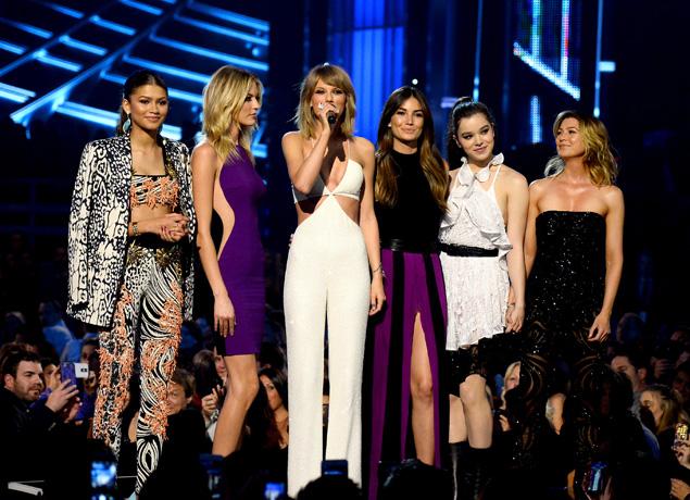 Bad blood   así es el videoclip de Taylor Swift y su ejército de modelos  guerreras   Celebrities   S Moda EL PAÍS b25bca7719