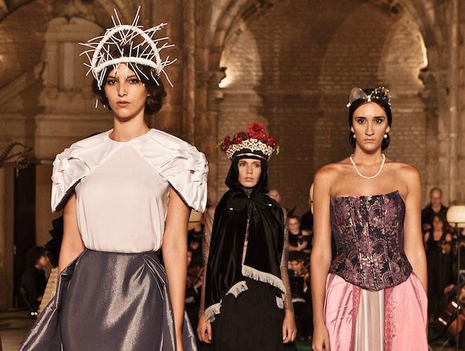 La moda se pone pía: Teresa de Ávila desfila en Sevilla