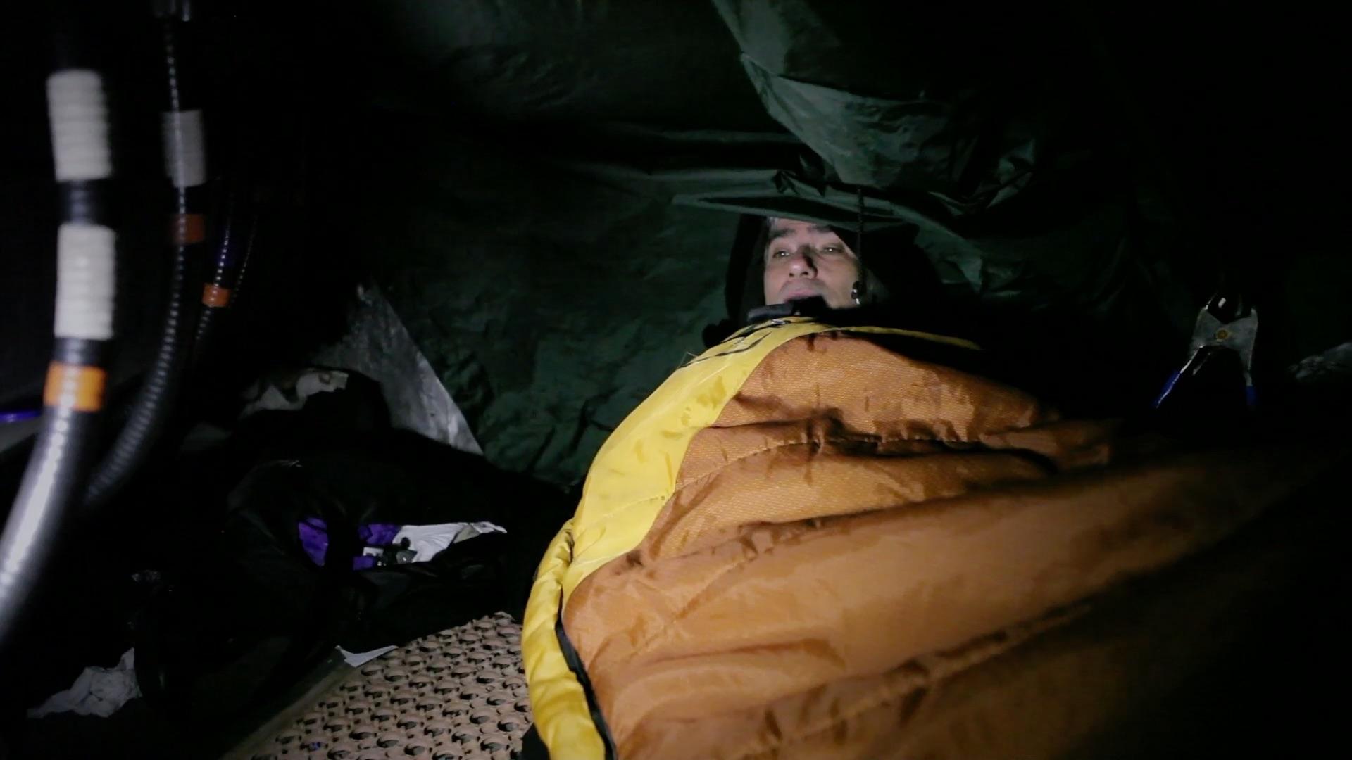Mark Reay en la azotea en la que durmió durante seis años.
