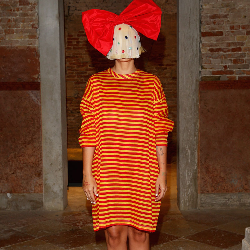 ¿Tiene sentido que Sia siga ocultando su rostro?