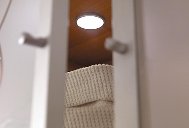 Elimina el caos en el armario y dormir s mejor - Luz armario ikea ...