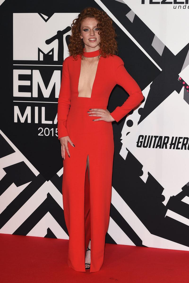 alfombra roja premios mtv emas 2015