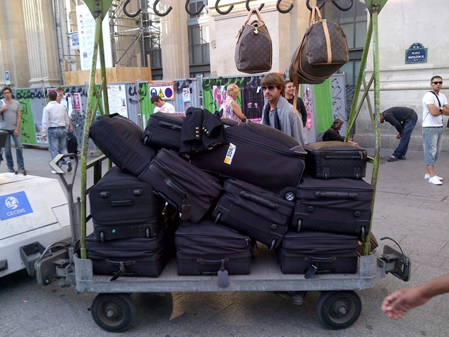 ¿Con cuántas maletas viaja Rachel Zoe?