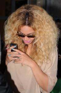Beyoncé se corta el pelo en casa desde que es madre