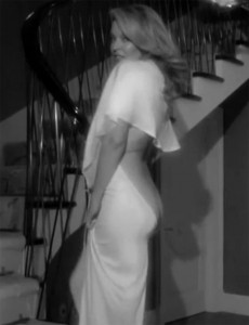Kylie Minogue enseña su trasero en un anuncio