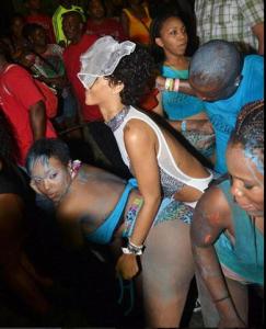 Rihanna, de parranda en Barbados