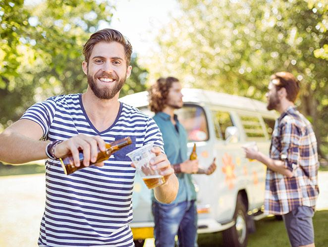 Viajar todo el verano gratis bebiendo cerveza, ¿la mejor oferta de empleo de la historia?