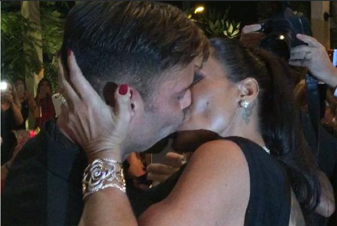 Esto es lo que pasa cuando pagas 90.000 dólares por besar a Ricky Martin
