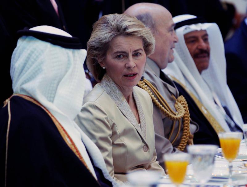 """La ministra alemana de Defensa, Ursula von der Leyen, en Arabia Saudí: """"Yo no llevo velo"""""""