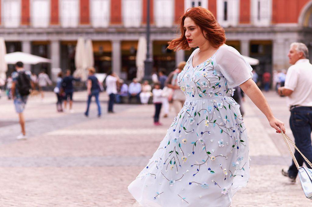 Un vestido vaporoso para empezar el otoño