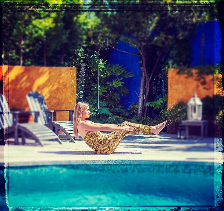 ¡No lo dejes en vacaciones! Yoga también bajo el sol