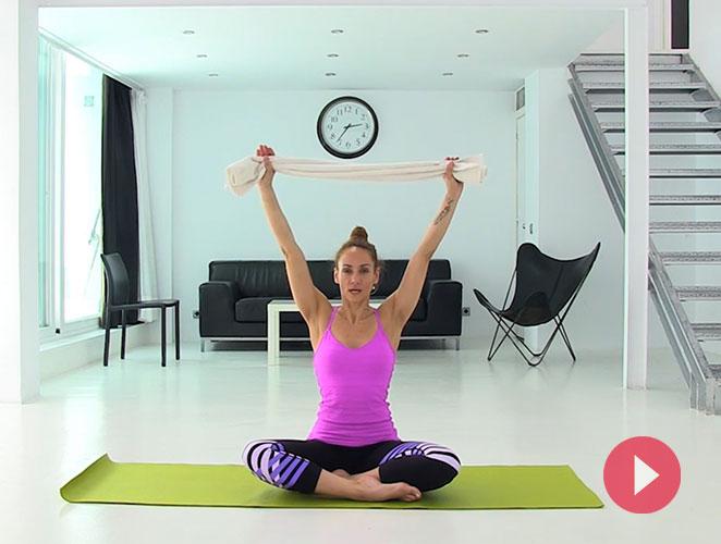 Vídeo: ejercicios de pilates con toalla para evitar el dolor de la espalda
